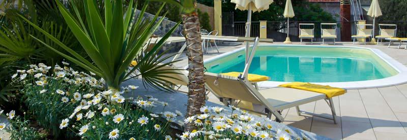 Piccolo Hotel piscina